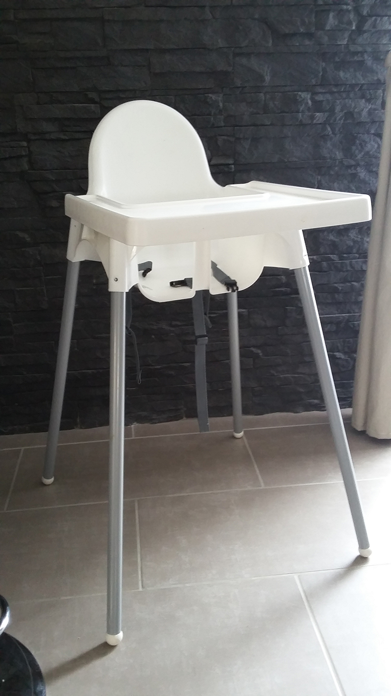 Chaise haute bebe ikea pliante table de lit a roulettes for Chaise haute but