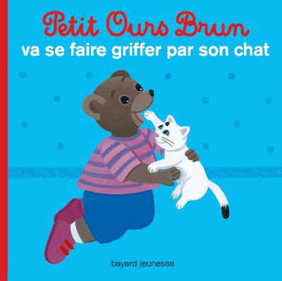 Petit ours brun va se faire griffer par son chat