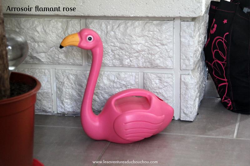 arrosoir flamant rose