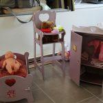 Des meubles de poupée en bois à décorer