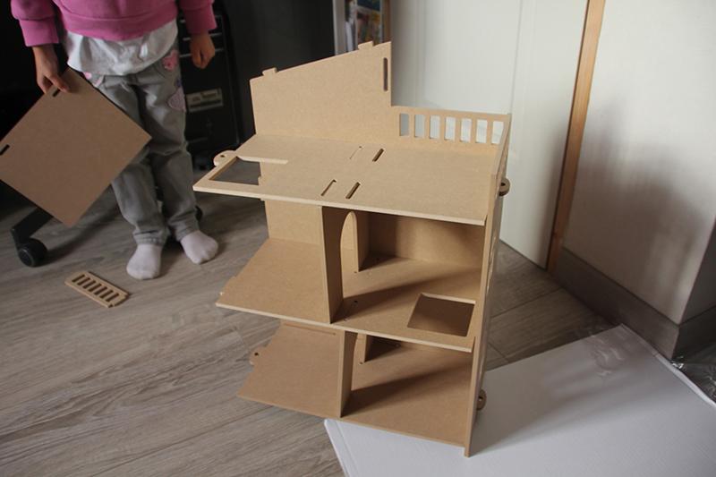 Montage maison de poupées