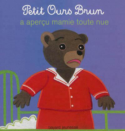 Petit ours brun a apercu mamie toute nue